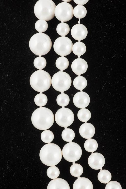 Women's Classic 3 row pearl necklace, with matching drop earrings, 1990s For Sale