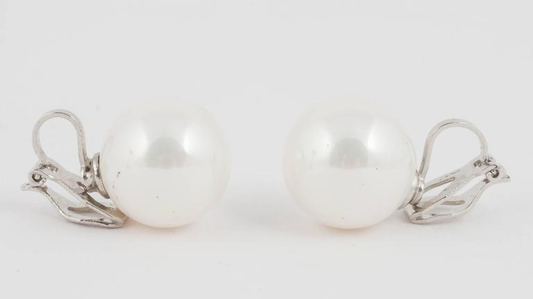 Classic 3 row pearl necklace, with matching drop earrings, 1990s For Sale 3