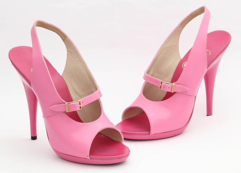 1995 Vintage Chanel Claudia Schiffer Pink Sandal Shoes In New never worn Condition For Sale In New York, NY