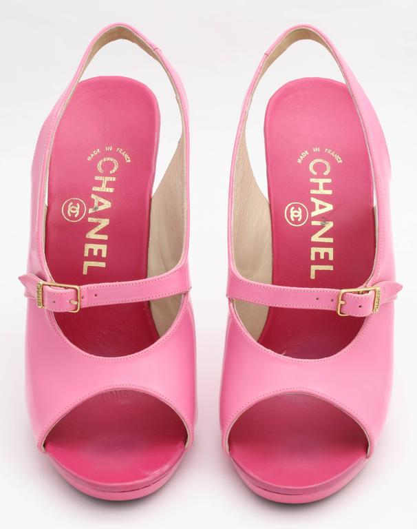 1995 Vintage Chanel Claudia Schiffer Pink Sandal Shoes For Sale 2
