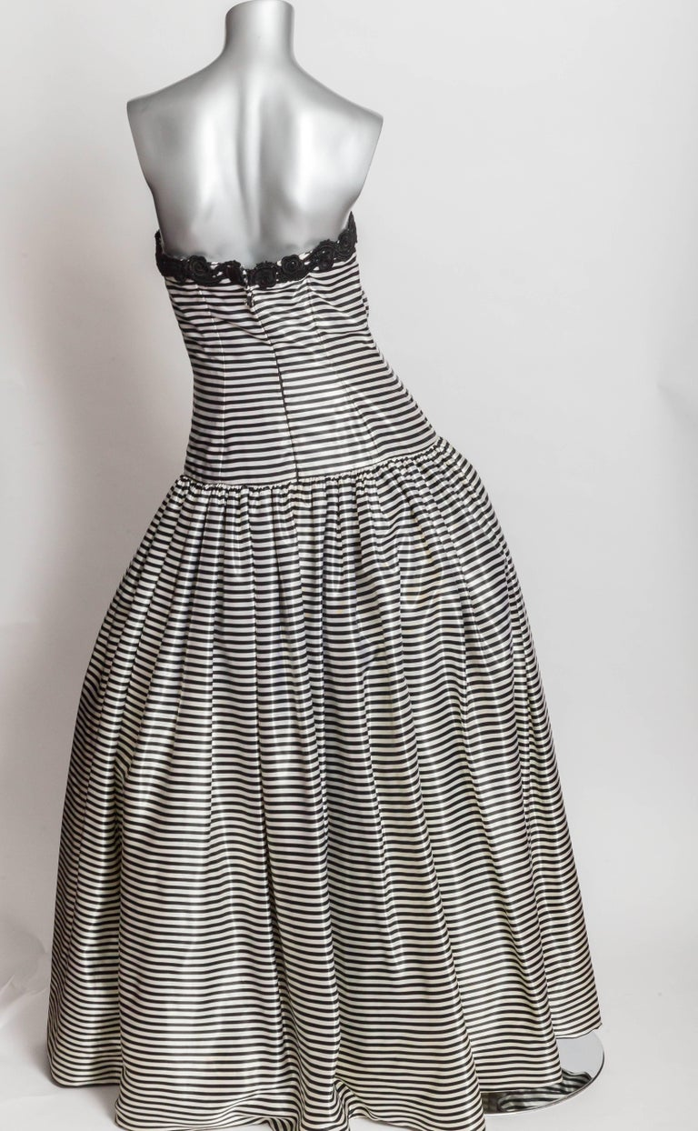 Carolina Herrera Black and White Silk Evening Gown with Wrap - Size ...