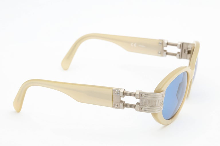 Vintage Jean Paul Gaultier 56-5204 Sunglasses In Excellent Condition For Sale In New York, NY
