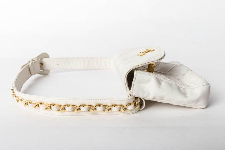 Chanel Vintage White Lambskin Fanny Pack  4