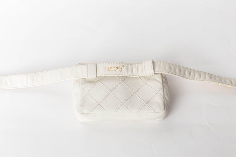 Chanel Vintage White Lambskin Fanny Pack  5