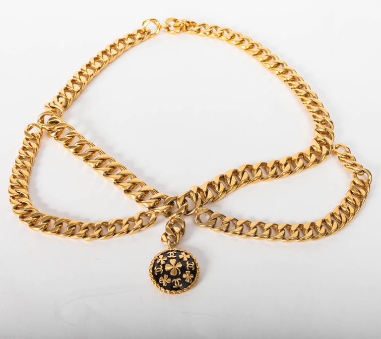 Chanel Vintage Gold Plated Belt with Charm For Sale 1