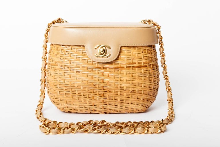 Chanel Vintage Lambskin and Straw Shoulder Bag with Gold Hardware  For Sale 1