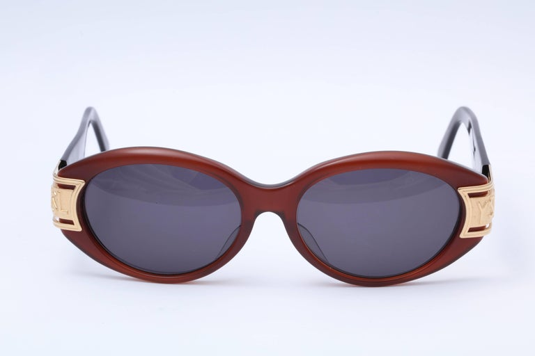 Vintage Yves Saint Laurent YSL Sunglasses  In Excellent Condition For Sale In Chicago, IL
