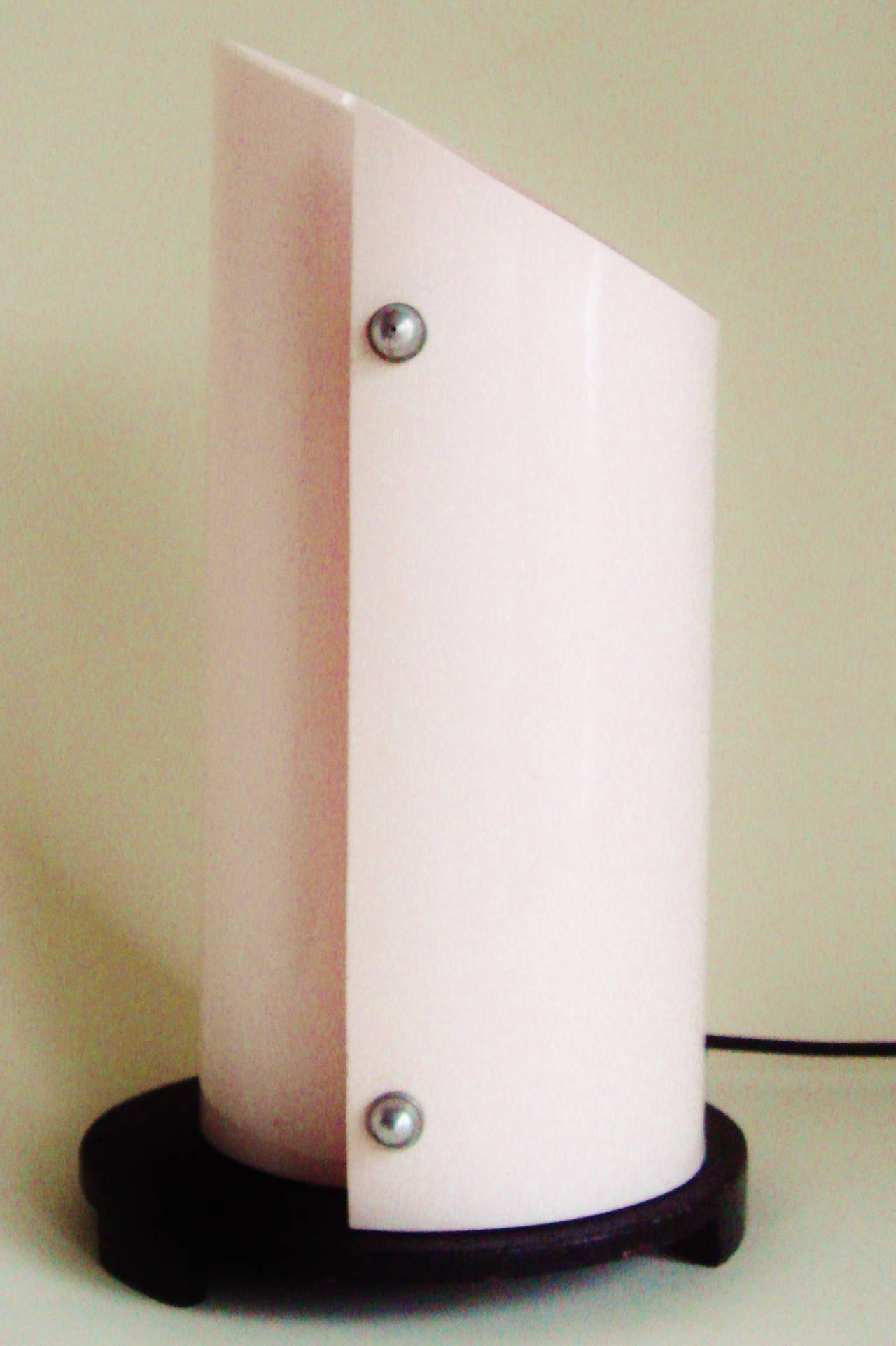 Stunning British Art Deco or Moderne Pink Lucite and Black Enamel Accent Lamp 3