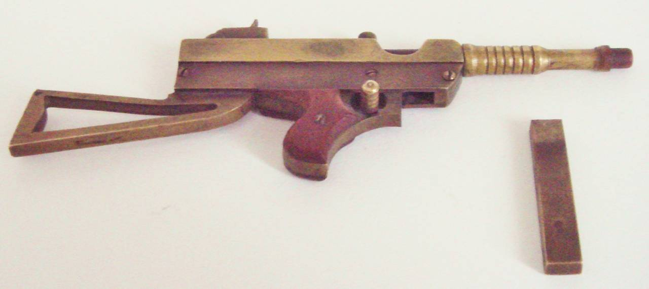 Exquisite Trench Art Miniature Brass and Wood Thomson M1928A Sub Machine Gun In Good Condition For Sale In Port Hope, ON