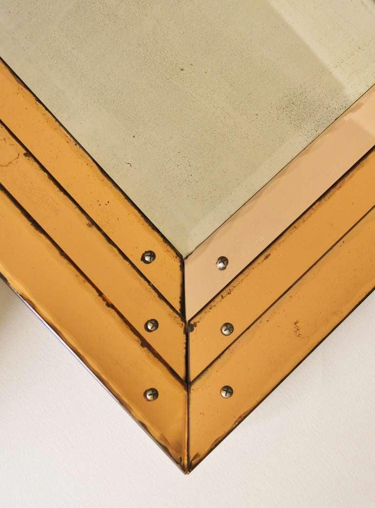 Seltener englischer Art-Déco-Spiegel mit dreifach abgestuftem ...