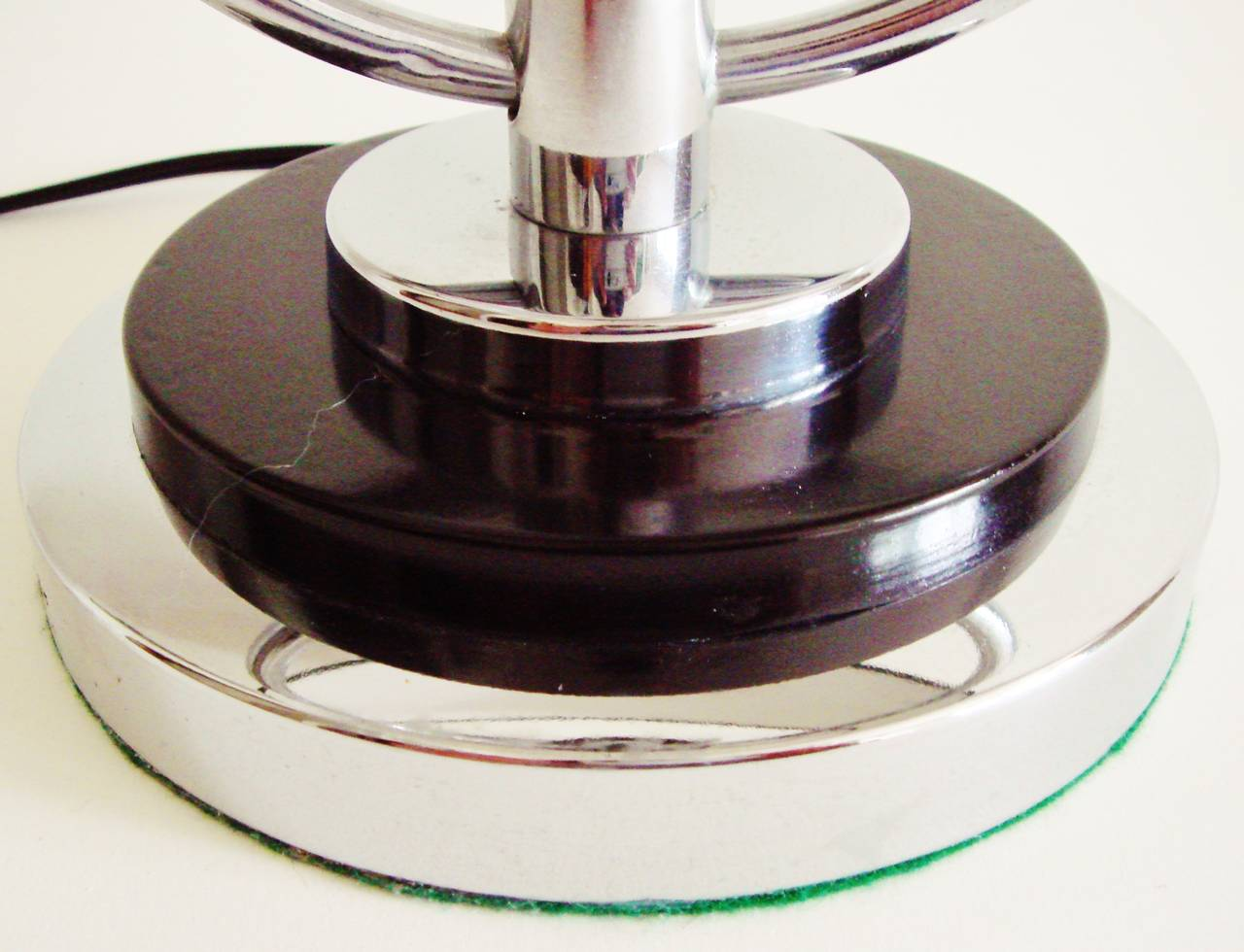Pair of American Art Deco or Machine Age Chrome and Black Table or Bedside Lamps For Sale 1