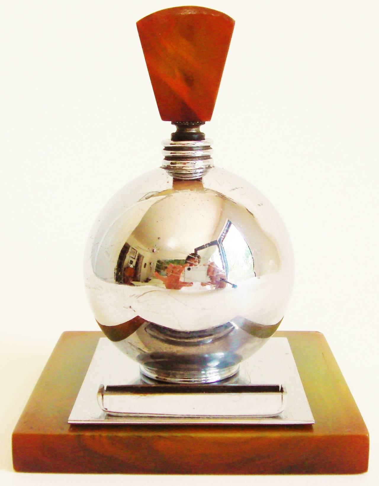 Rare English Art Deco Chrome and Bakelite Spherical Striker Table Lighter For Sale 3