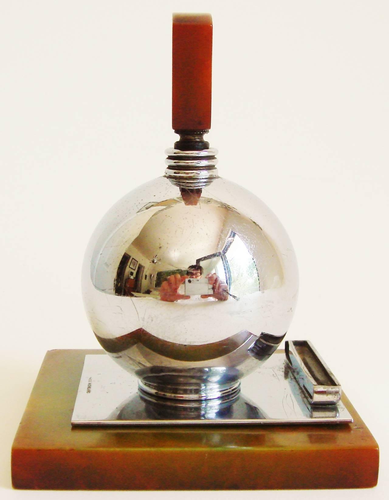 Rare English Art Deco Chrome and Bakelite Spherical Striker Table Lighter In Good Condition For Sale In Port Hope, ON
