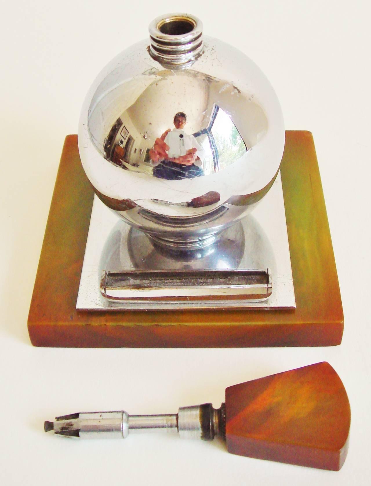 Rare English Art Deco Chrome and Bakelite Spherical Striker Table Lighter For Sale 1