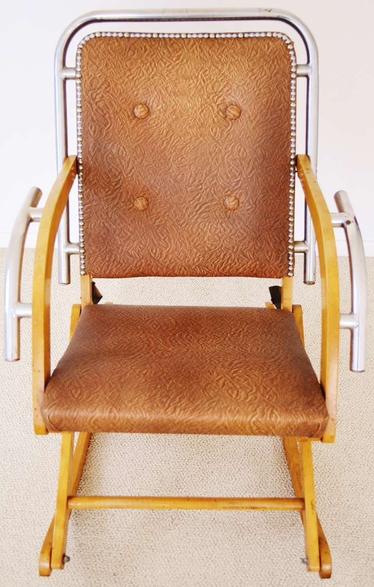 canadian mid century modern folding rocking chair in blonde wood and chrome for sale at 1stdibs. Black Bedroom Furniture Sets. Home Design Ideas