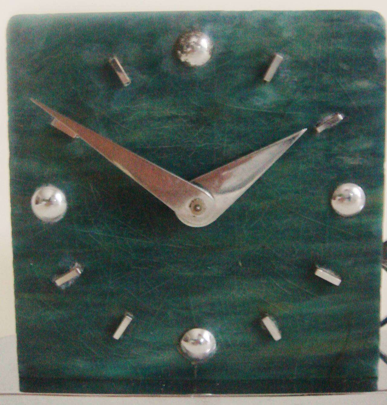 French Art Deco Figurative Marbled Galalith & Chrome Racing Yacht Shelf Clock. In Good Condition For Sale In Port Hope, ON