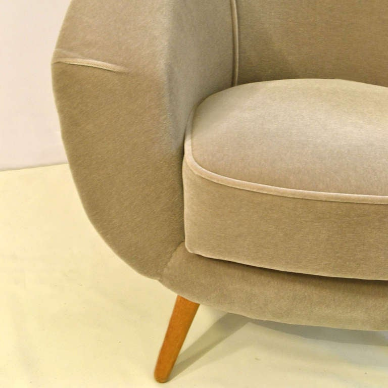 1950 39 s light grey mohair lounge chair at 1stdibs for Lounge chair kopie