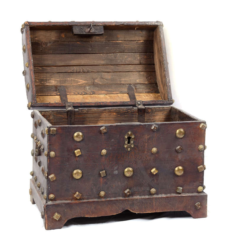 18th Century Spanish Red Leather Chest In Good Condition For Sale In Salt Lake City, UT