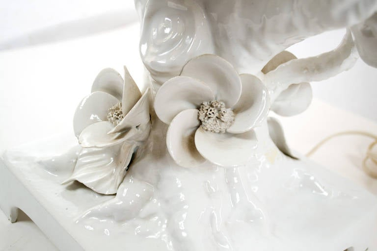 Brass Mid-Century Italian Blonde en Chine Porcelain Table Lamp For Sale