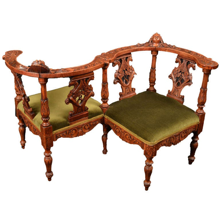 Attirant Renaissance Revival Italian Tête à Tête Chair For Sale