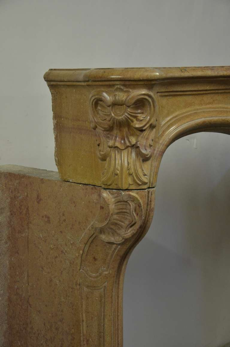 French Limestone Louis XV Fireplace In Excellent Condition For Sale In Haarlem, Noord-Holland
