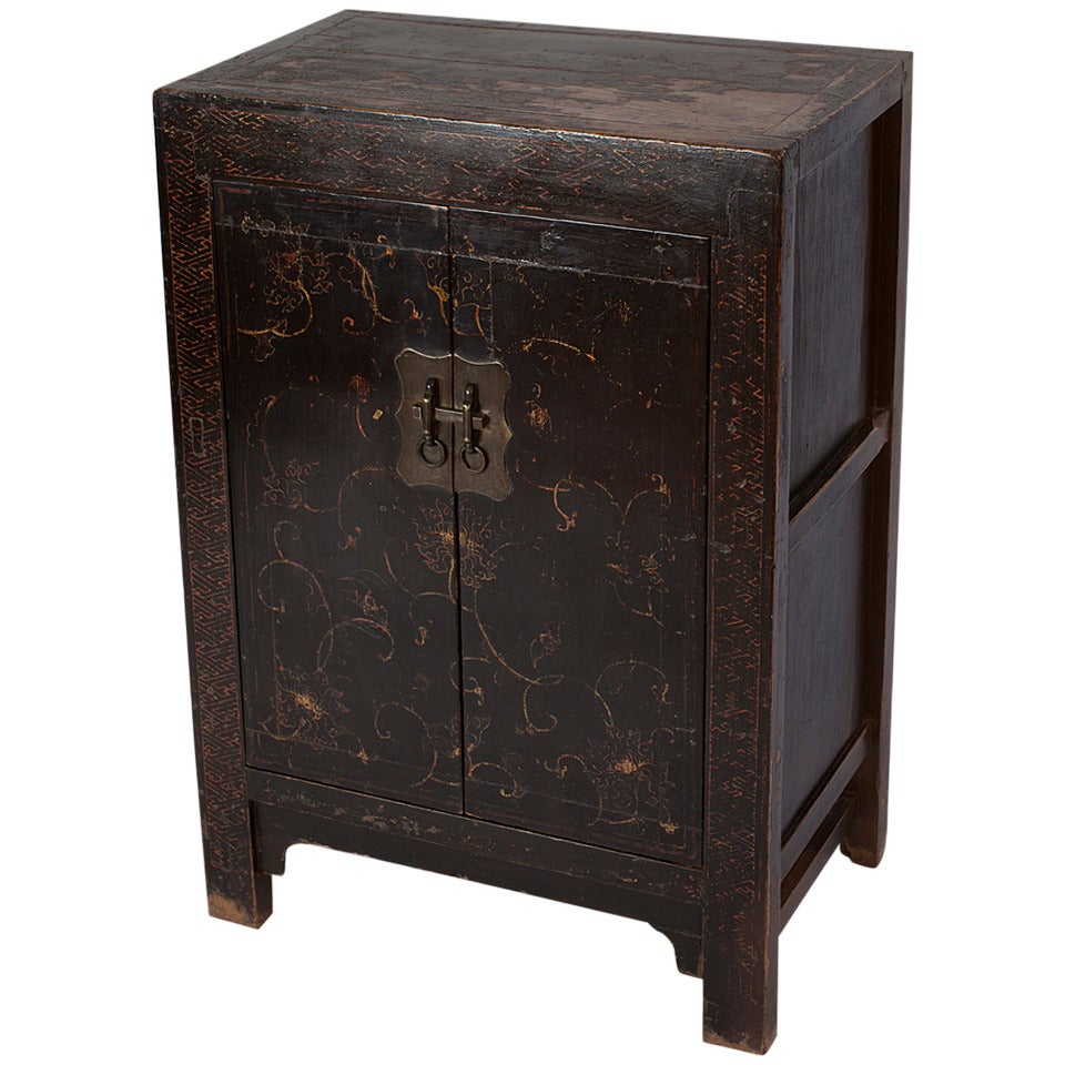 Rare small 18th century chinese black lacquer cabinet with for Lacquered furniture