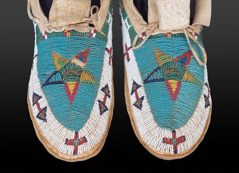 Native American 19th Century Cheyenne Plains Indian Beaded Pictorial Moccasins, circa 1890 For Sale