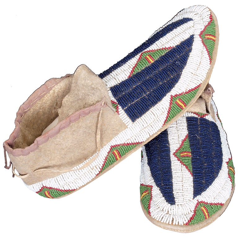 Antique Native American Beaded Moccasins, Sioux, circa 1900 For Sale
