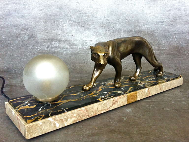 French Art Deco panther sculpture desk lamp by M.Fonds  Original Art Deco Sculpture, France circa 1930, bronze patinated regule on marble. Signed on base M. Fonds. Rewired.  Measures: Height 20 cm (7.9 in) Length 60 cm (23,7 in) Width 12 cm