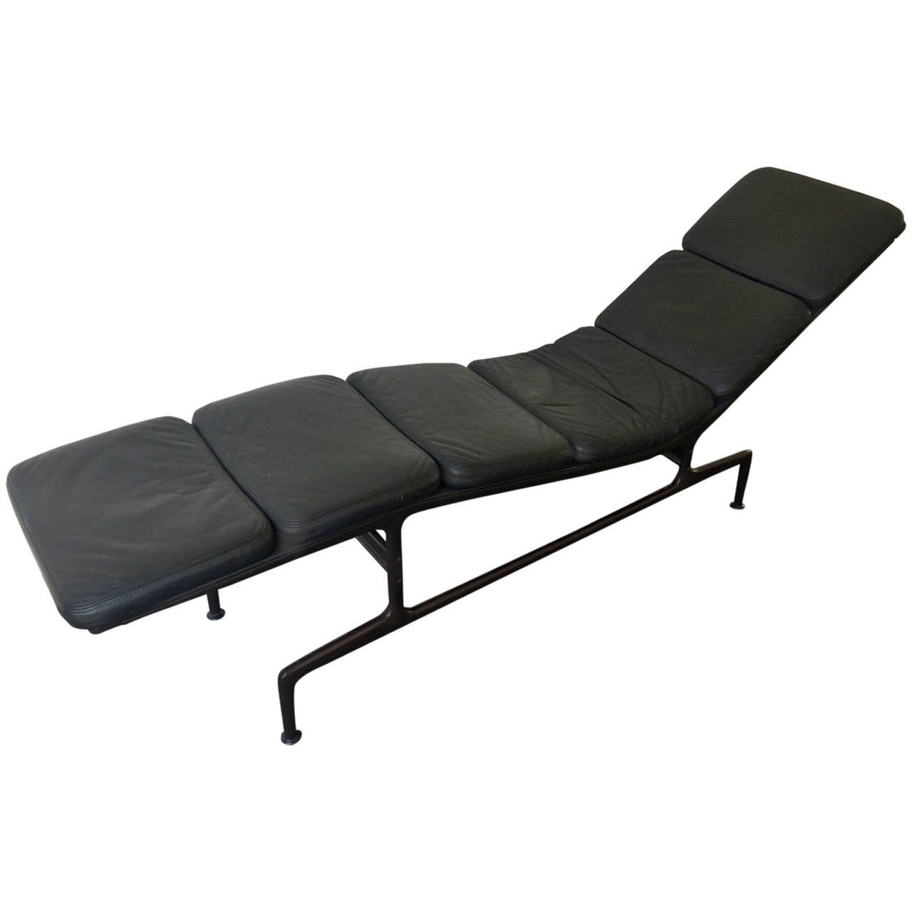 Chaise by charles eames at 1stdibs for Chaise charles eames tissu