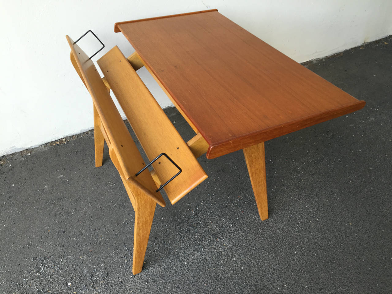 Small Oak and Teak Wood Desk with Bookshelf Attributed to Hans Wegner In Excellent Condition For Sale In Munich, DE