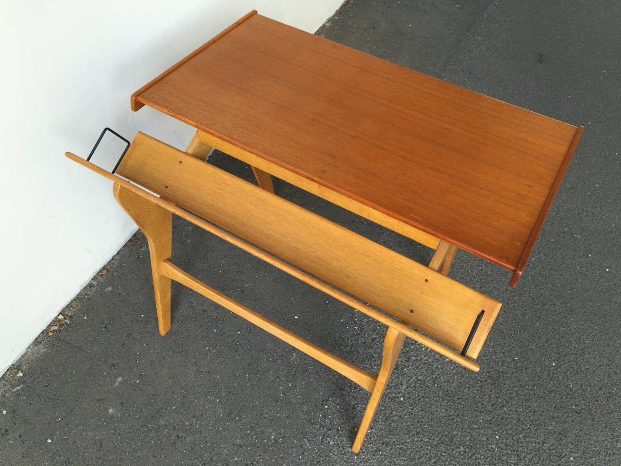 20th Century Small Oak and Teak Wood Desk with Bookshelf Attributed to Hans Wegner For Sale