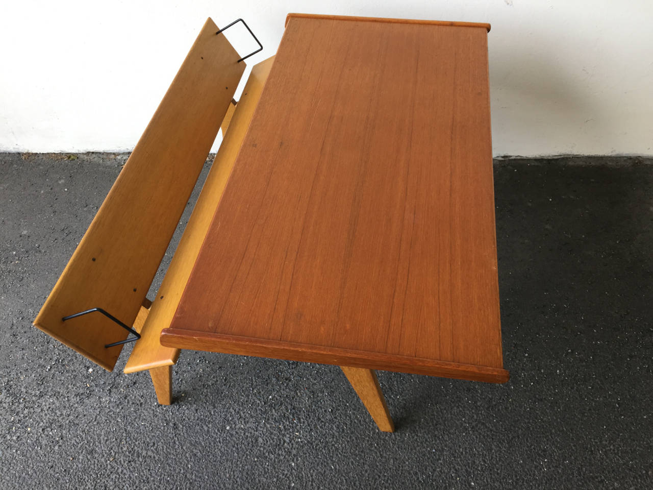 Small Oak and Teak Wood Desk with Bookshelf Attributed to Hans Wegner For Sale 2