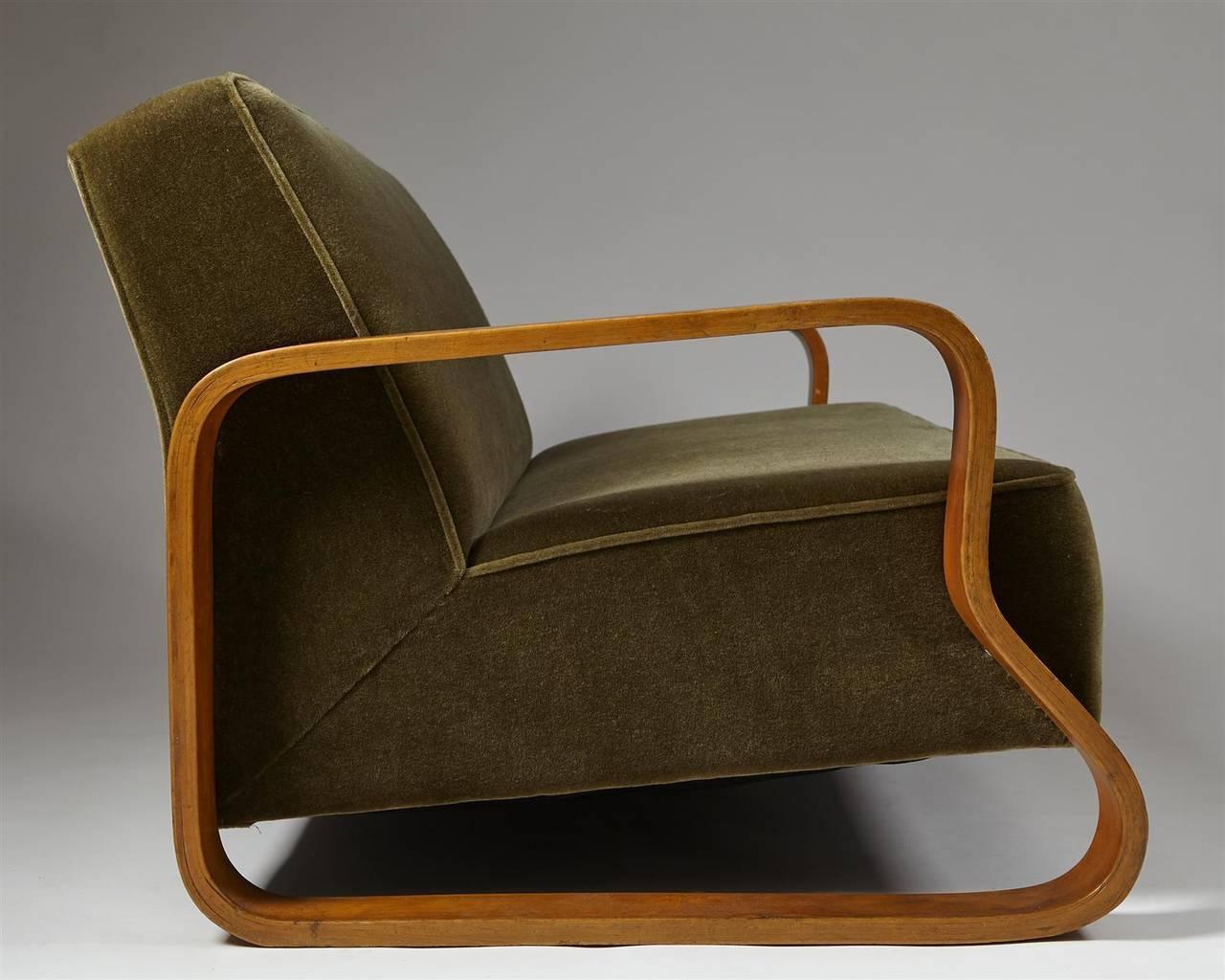 Sofa model 544 designed by alvar aalto for artek for Sofa bed 549 artek