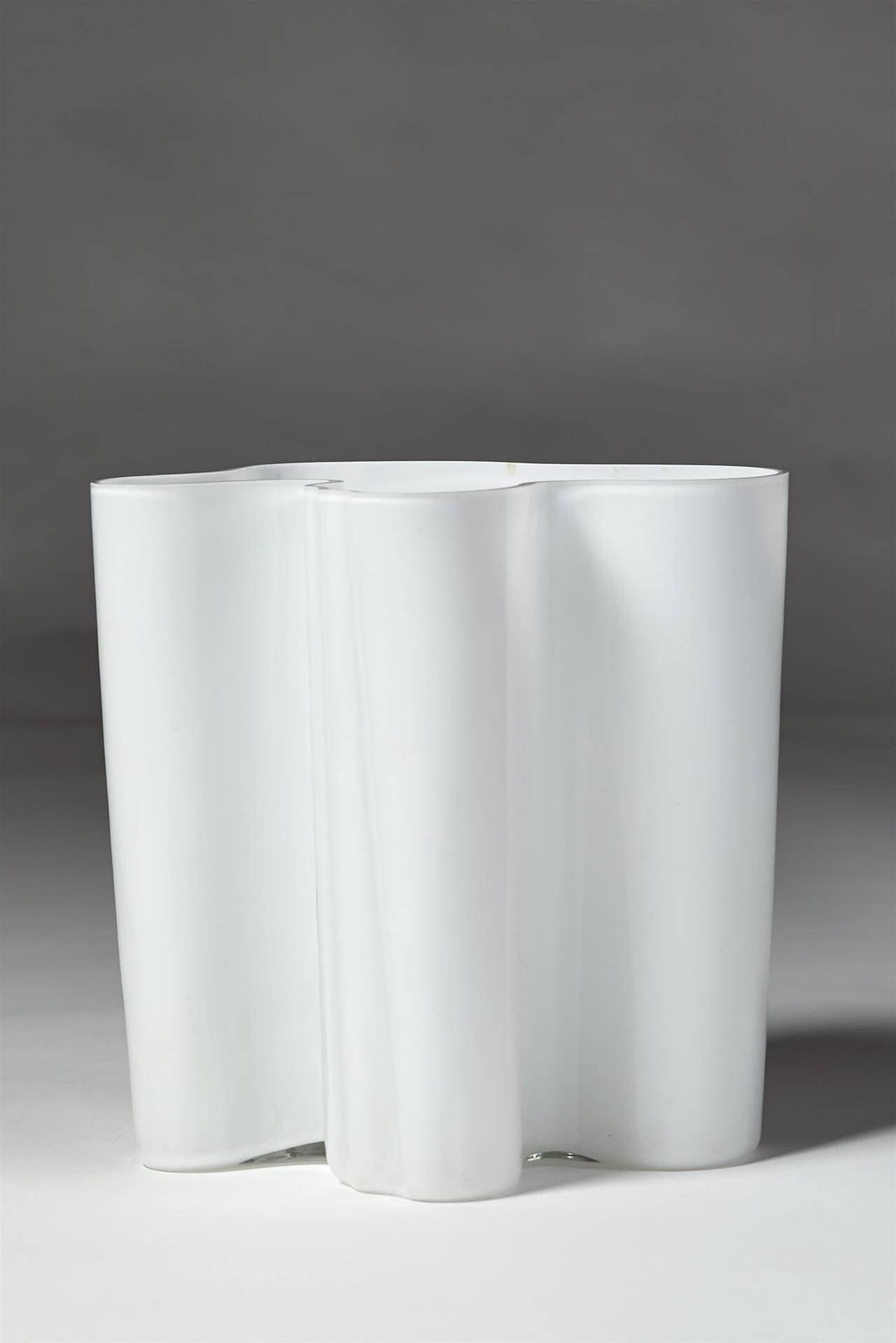 savoy vase designed by alvar aalto for iittala finland. Black Bedroom Furniture Sets. Home Design Ideas