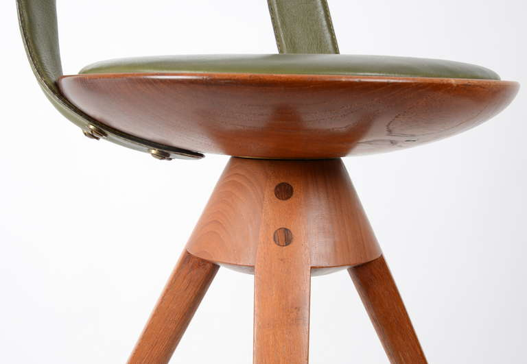 Stool by Tove & Edvard Kindt-Larsen manufactured by Thorald Madsens, Denmark In Excellent Condition In Stockholm, SE