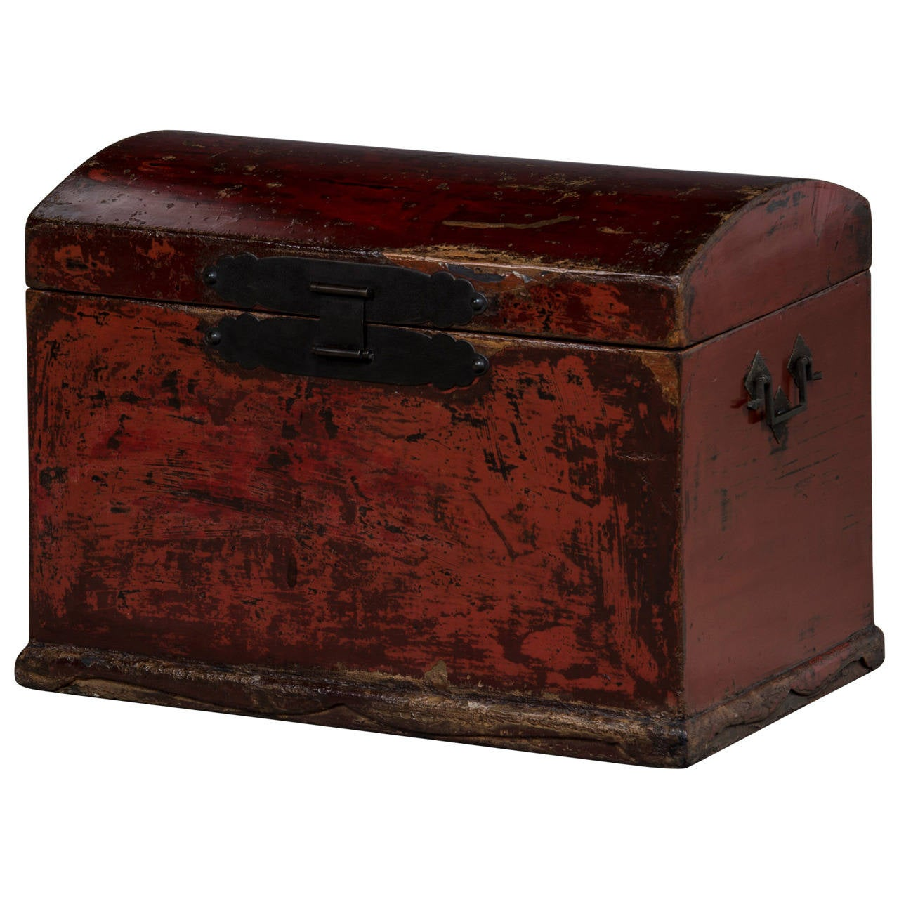 Chest with Thick Red Original Lacquer, Late 18th Century