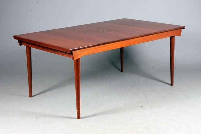 Finn Juhl / France & Daverkosen. Table with extension & 1 extra leaf. Model: FD 540 Design 1963 Solid Teak. Nice condition.