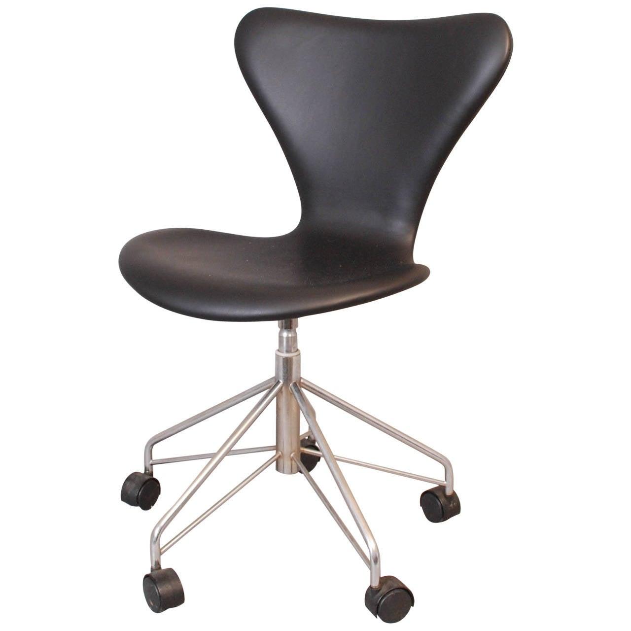 office swivel chair 3117 by arne jacobsen for fritz hansen. Black Bedroom Furniture Sets. Home Design Ideas