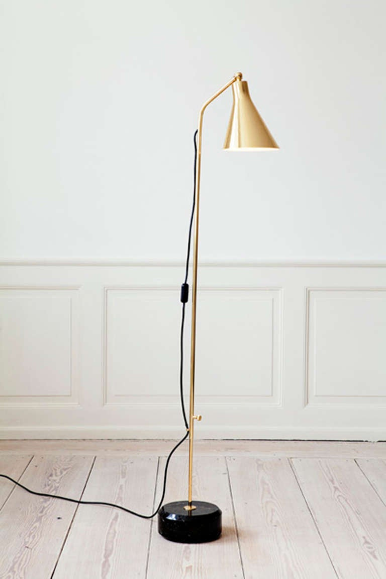 Polished brass floor lamp with base in black marchigna marble. Contemporary production of Ignazio Gardella's design from 1948. Adjustable stem 120-180 cm.