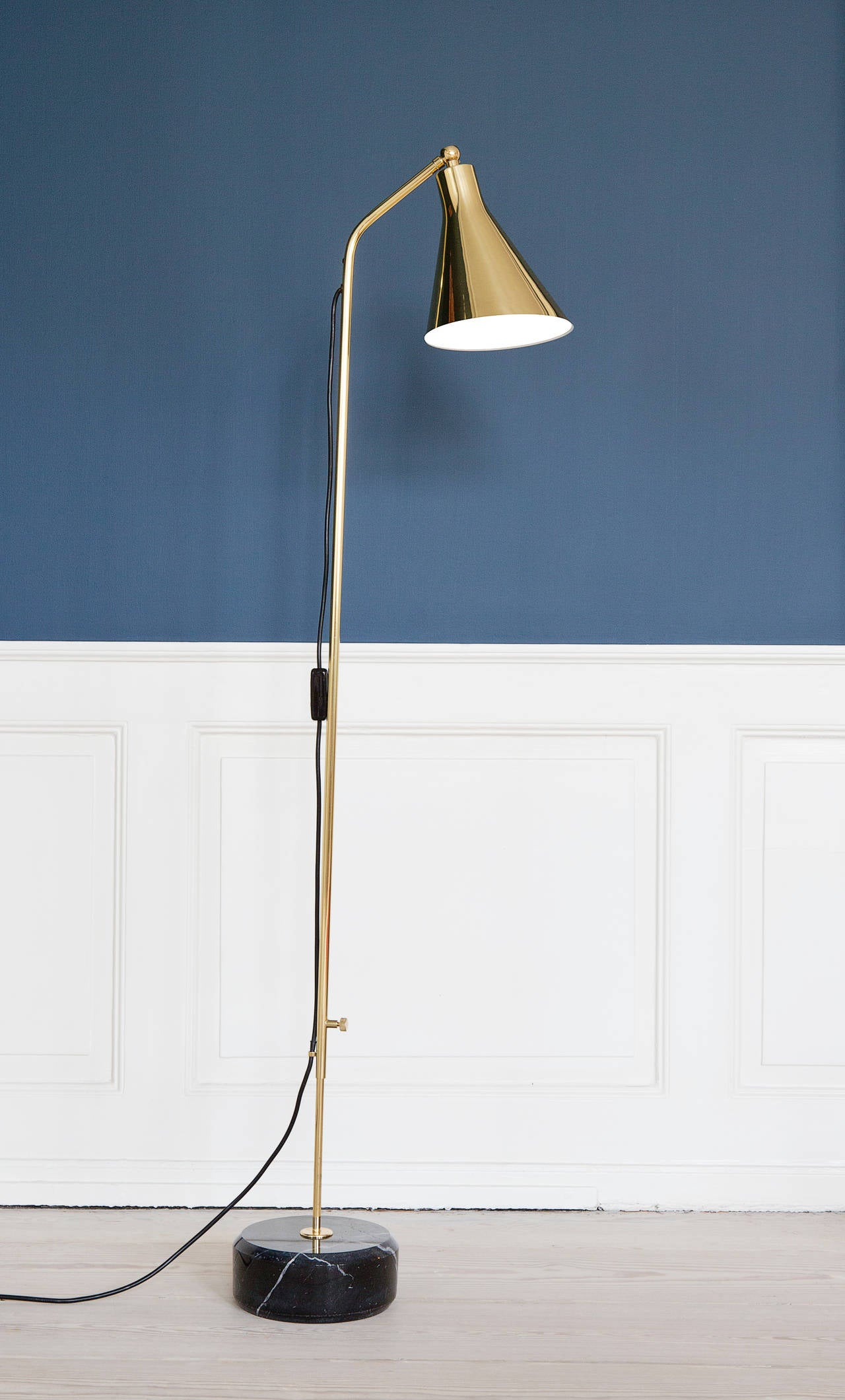 Italian Azucena Floor Lamp For Sale