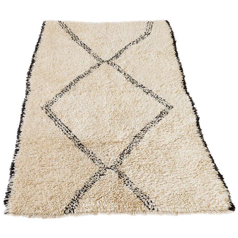vintage berber beni ouarain rug at 1stdibs. Black Bedroom Furniture Sets. Home Design Ideas