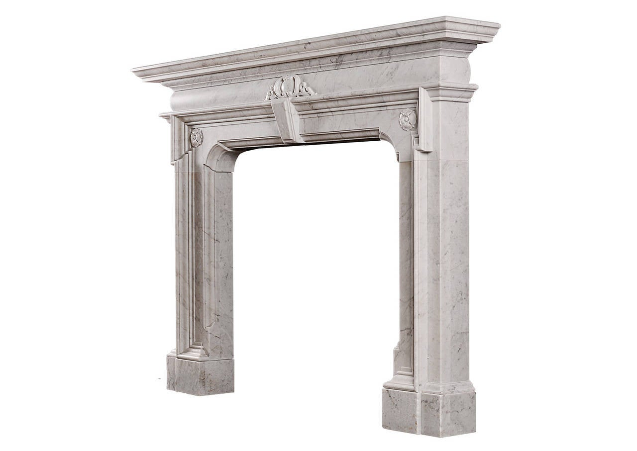 Mannerist Fireplace in Italian Carrara Marble In Good Condition For Sale In London, GB
