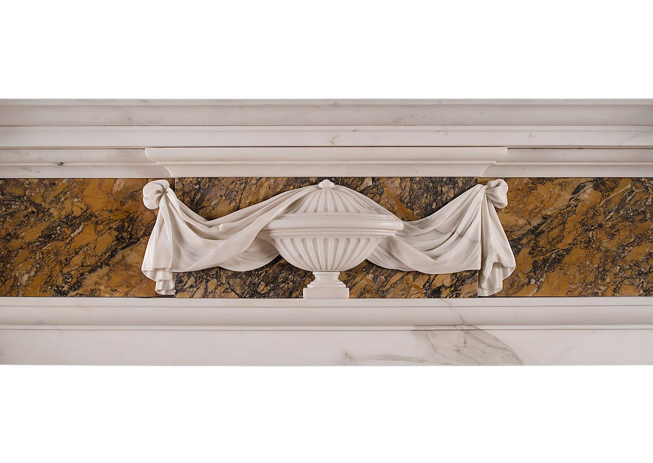 Georgian Style Chimneypiece in Statuary and Siena Marble In Good Condition For Sale In London, GB