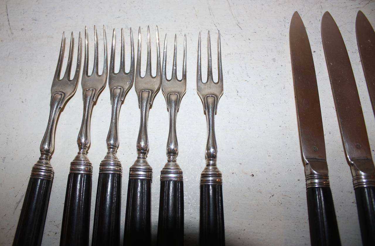 Early 19th Century Solid Silver and Horn Cutlery For Sale 2