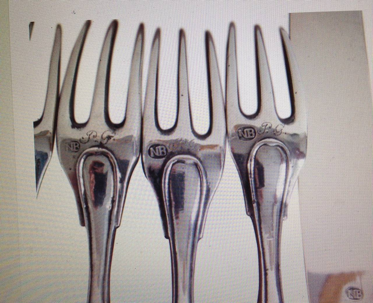 Early 19th Century Solid Silver and Horn Cutlery For Sale 3