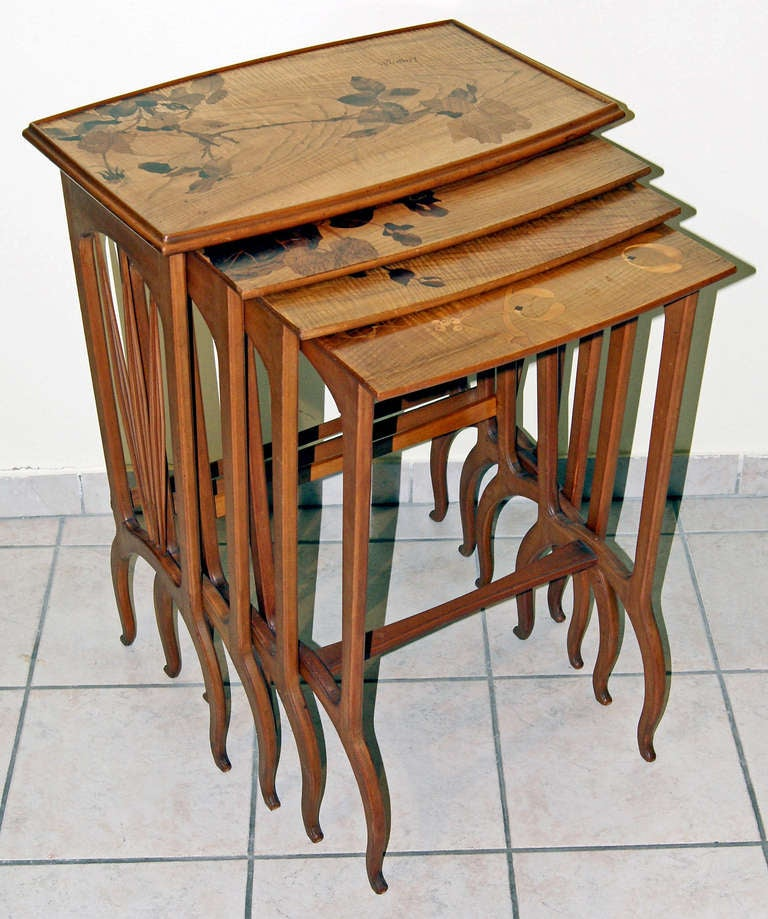 Louis Majorelle / set of nesting tables (signed)