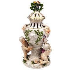 Meissen Brule Parfum Lidded Vase, Rococo Period circa 1745