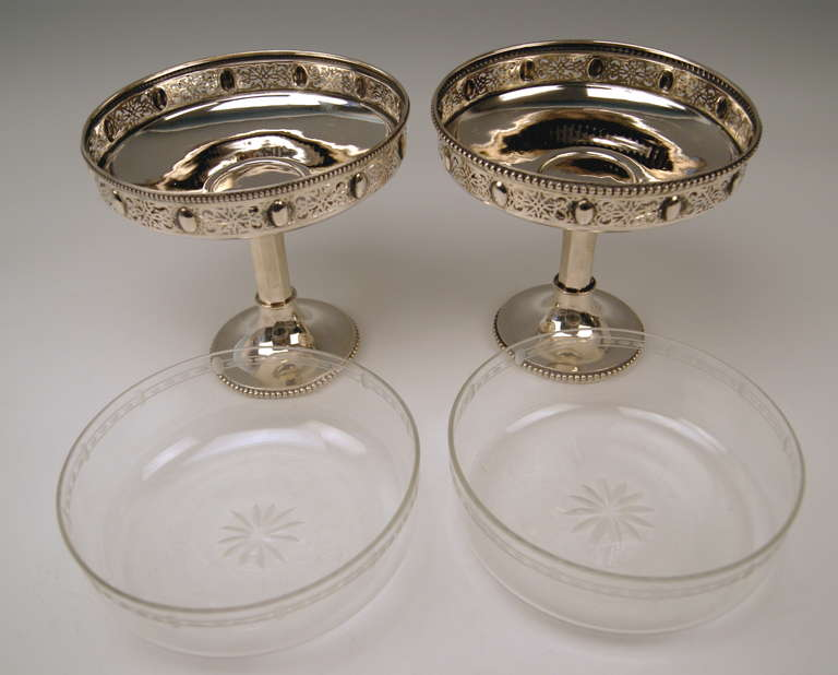 Silver German Pair of Centerpieces with Original Glass Liners circa 1900 In Excellent Condition For Sale In Vienna, AT