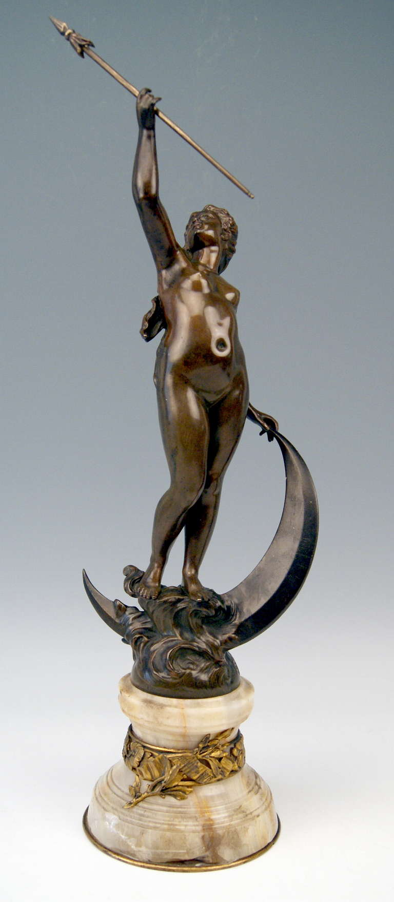 Gorgeous French bronze figurine made by French manufactory  (possibly deriving from Paris).   HALLMARKED:  FOUNDRY MARK:  BRONZE GARANTI AU TITRE L.V. DEPOSEE  /  number  1107  Signature:   'A. Richard'   is well visible, too.   The female nude